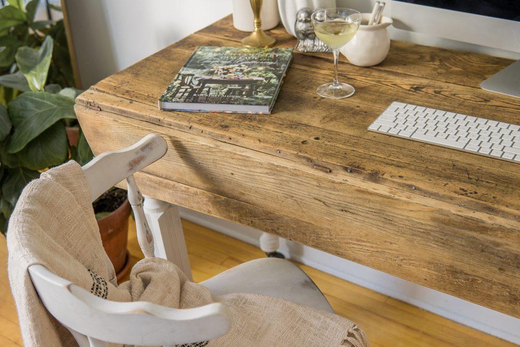table cottage antique