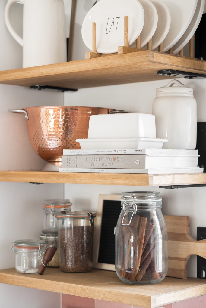 tablettes de cuisine open shelving