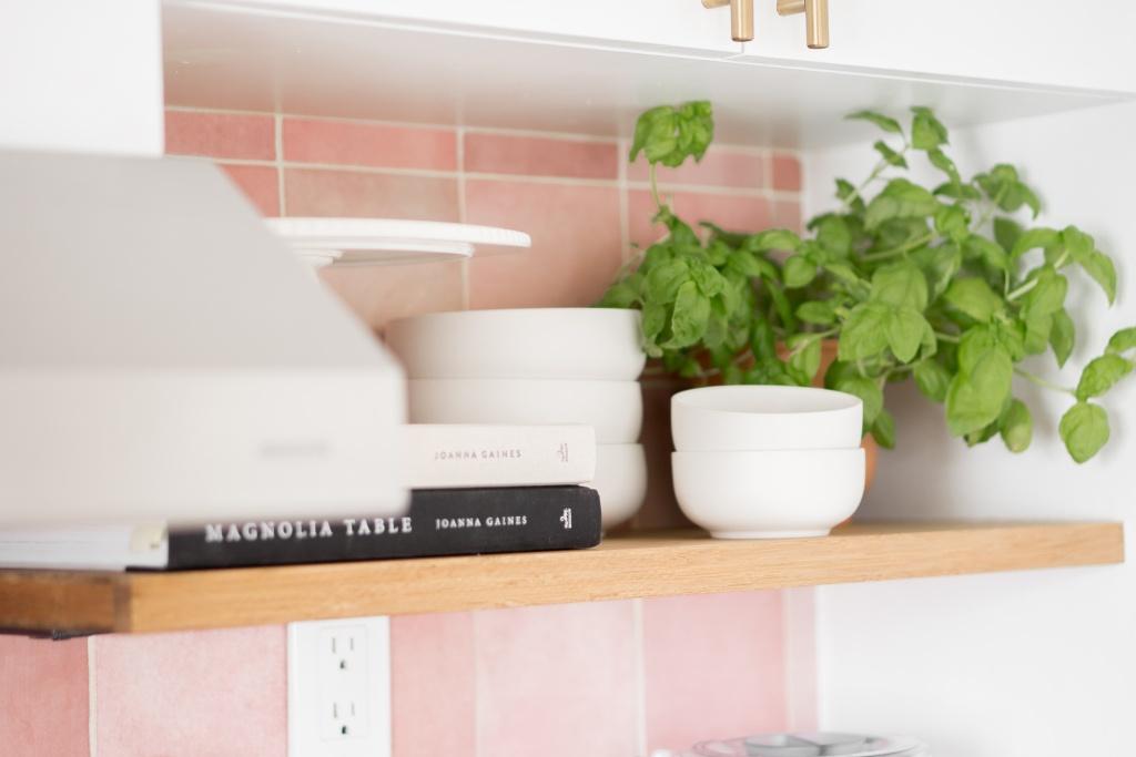 tablettes de cuisine open shelving